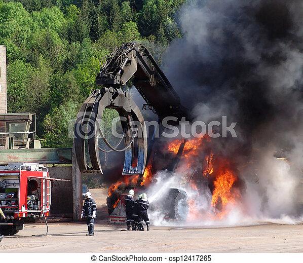 行動, 消防士 - csp12417265