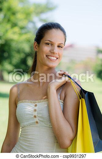 袋子, 妇女购物, 年轻, 微笑高兴 - csp9931297