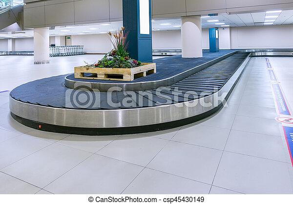 要求, 乗客, コンベヤー, 手荷物, 手荷物, 空港, 届く, ∥あるいは∥, 空, ベルト - csp45430149