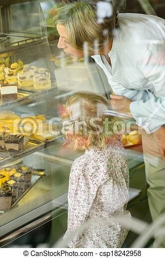 見る, 祖母, ケーキ, カフェ, 孫 - csp18242958