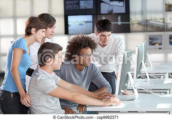 訓練, 組, 年輕, 商業界人士 - csp9962371