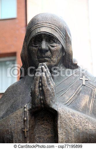 記念碑, skopje, 母, teresa - csp77195899