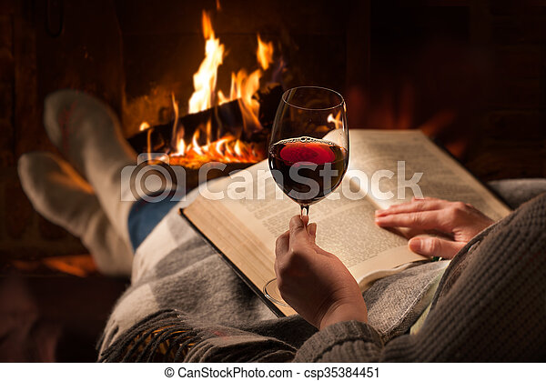 読む, 女, 暖炉, 本 - csp35384451