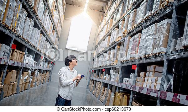 買い物, 点検, リスト, アジア人, 倉庫, 人 - csp60213670