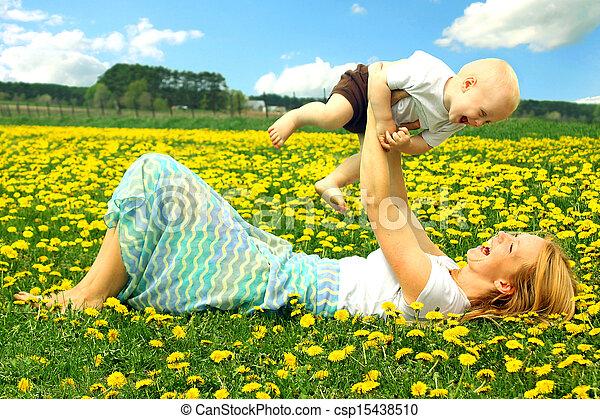 赤ん坊, フィールド, 遊び, 母 - csp15438510