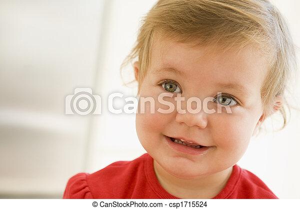 赤ん坊, 微笑, 屋内 - csp1715524