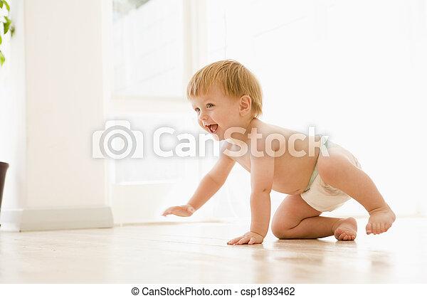 赤ん坊, 微笑, 屋内, 這う - csp1893462