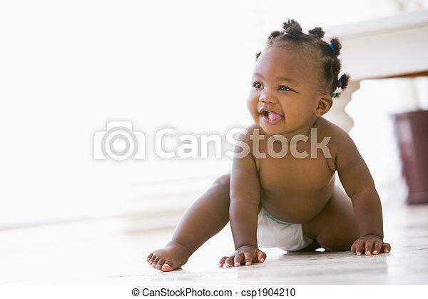 赤ん坊, 微笑, 屋内, 這う - csp1904210