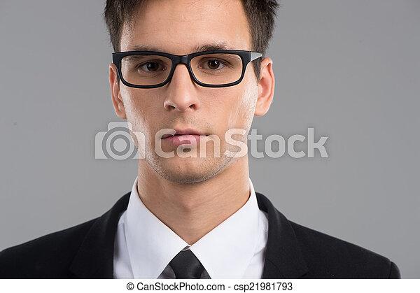 身に着けていること, 偉人, ファッション, 中央の, glasses., 若い, メガネ, 成人, 肖像画, 微笑, 人, ハンサム - csp21981793