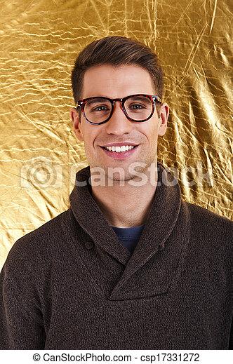 身に着けていること, 偉人, ファッション, goldbackground, スペース, ロット, 若い, に対して, メガネ, 人, 微笑, コピー, ハンサム - csp17331272