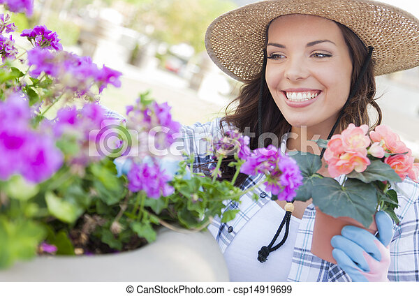 身に着けていること, 女, 園芸, 若い 大人, 屋外で, 帽子 - csp14919699