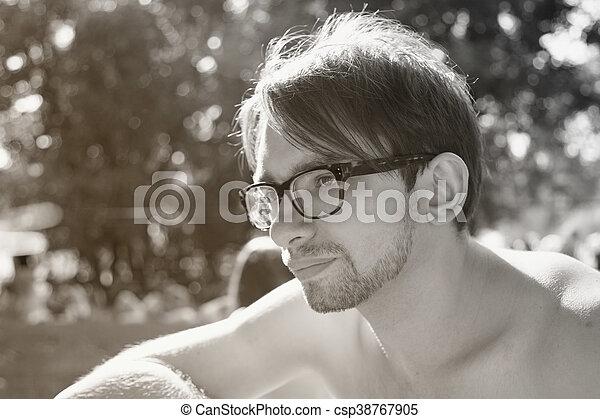 身に着けていること, 肖像画, メガネ, 若者 - csp38767905