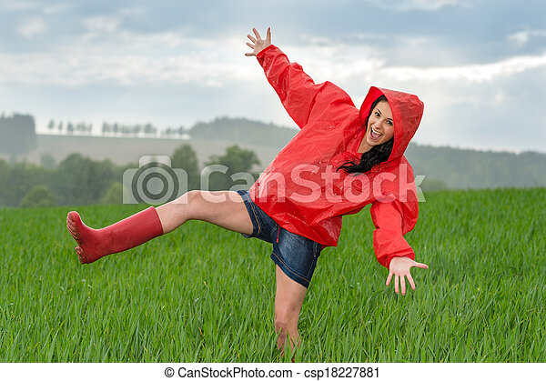 遊び好きである, ティーンエージャーの少女, 雨, ダンス - csp18227881