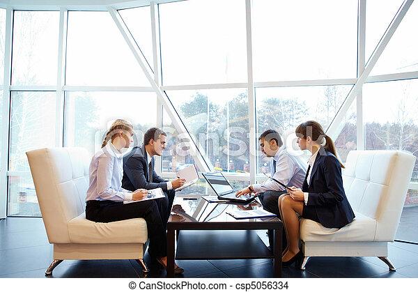 運作的 辦公室 - csp5056334
