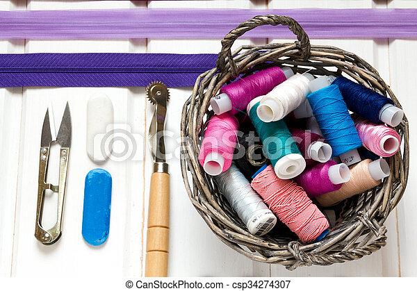 道具, 古い, 背景, 糸, 木製である, 型, 裁縫, kit., 付属品, 針, はさみ, 白, ボビン - csp34274307