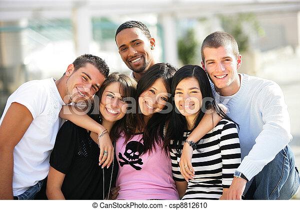 都市, グループ, 若い, 掛かること, 友人, から - csp8812610