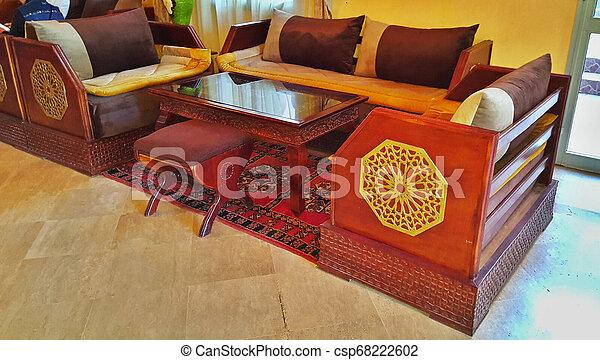 都市, 作られた, 家具, ホテル, ホール, 伝統的である, モロッコ, 東洋人, 刻まれた, marrakesh, style., カーペット - csp68222602