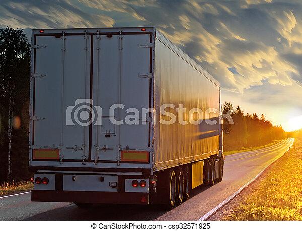 鄉村, 白色, 晚上, 卡車, 路 - csp32571925