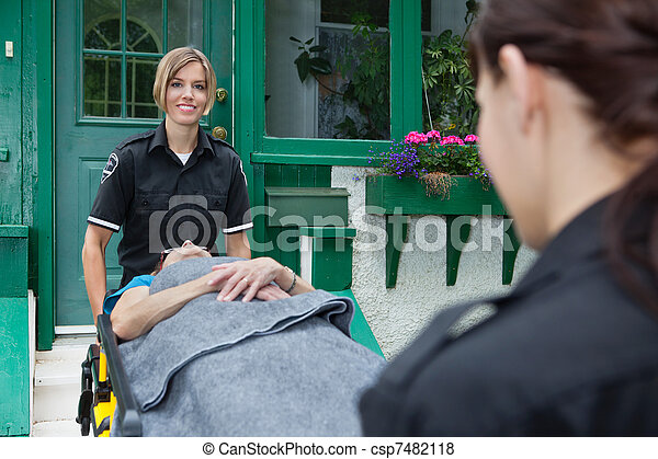 醫學的工人, 緊急事件, 愉快 - csp7482118