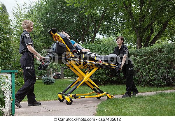 醫學, 女性, 緊急事件, 隊 - csp7485612
