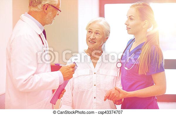 醫院, 婦女, 病人, 年長者, 軍醫 - csp43374707