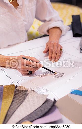 鉛筆, スケッチ, デザイナー, 責任者, 女性, 使用法, 作成, シニア - csp66418089