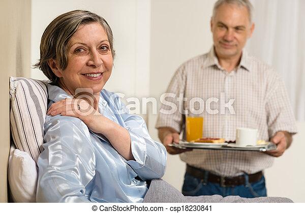 關心, 妻子, 年長者, 帶來, 早餐, 人 - csp18230841