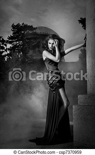 雅致, 白色, 婦女, 黑色的服裝 - csp7370959