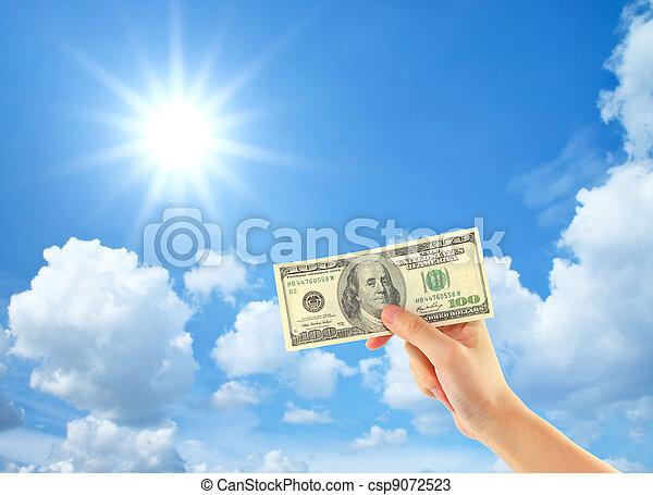 雲, お金, 提示, 空, 手, 太陽, 上に - csp9072523
