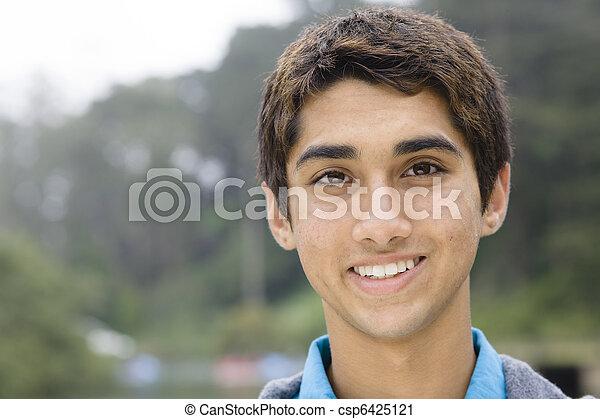 青少年男孩子, 印第安語 - csp6425121