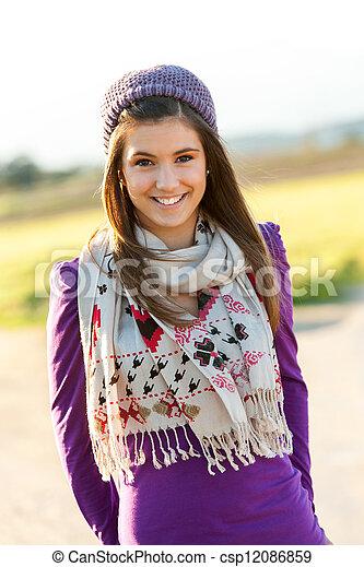 青少年, 漂亮, beanie., 肖像, 女孩, 圍巾 - csp12086859