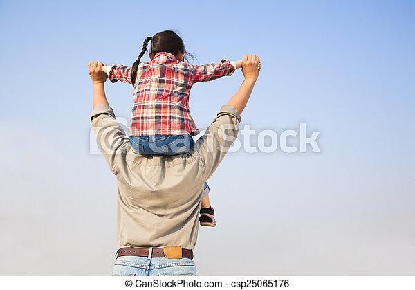 青, 肩, 彼の, 娘, 父, backgrou, 空, 届く - csp25065176