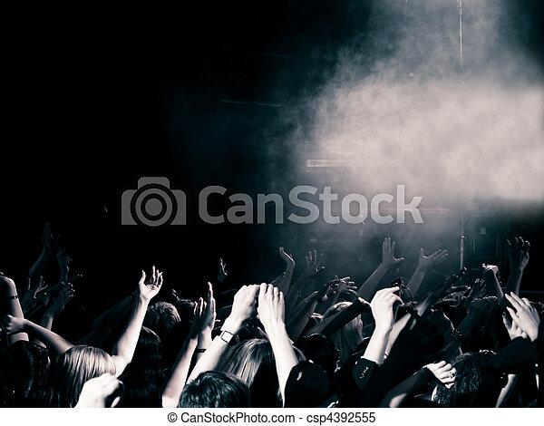 音樂會, 人群 - csp4392555