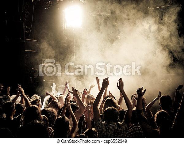 音樂會, 人群 - csp6552349