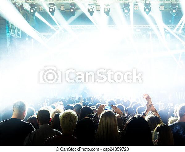 音樂會, 人群 - csp24359720