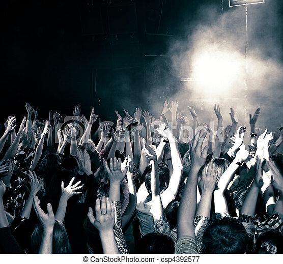 音樂會, 人群 - csp4392577