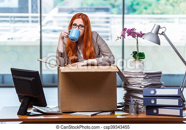 頭, 女, 彼女, オフィス, パッキング, 引っ越し, 所有物, 新しい, 赤 - csp39343455