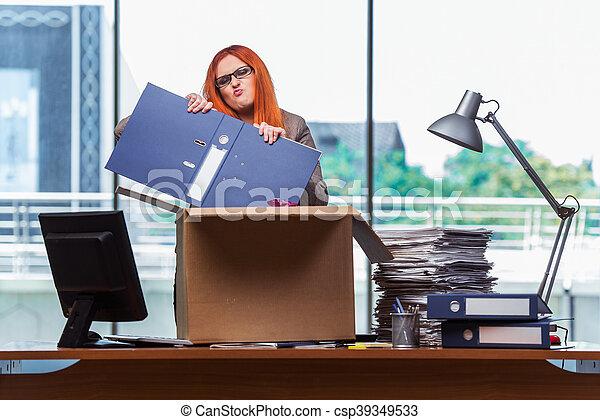 頭, 女, 彼女, オフィス, パッキング, 引っ越し, 所有物, 新しい, 赤 - csp39349533