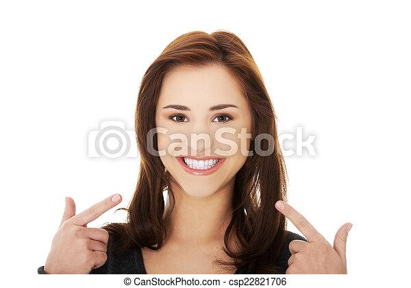 顯示, 婦女, 年輕, 她, 牙齒 - csp22821706
