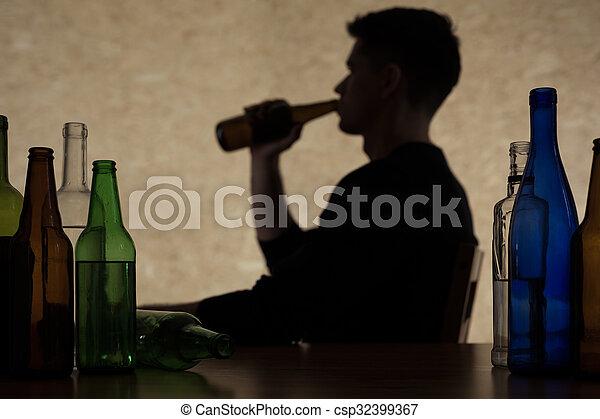 飲むこと, アルコール, 人 - csp32399367
