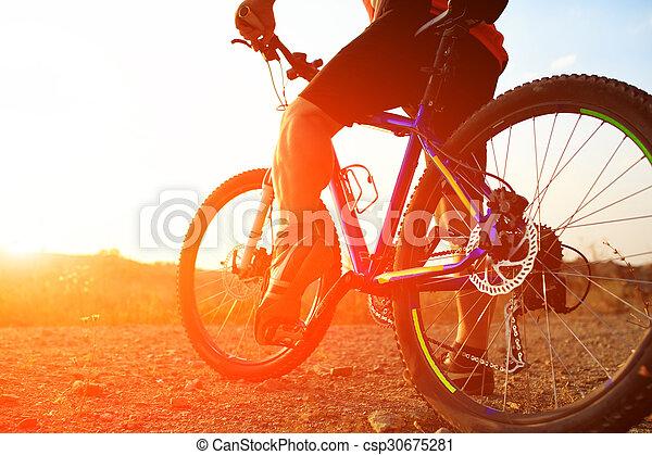 骑车者, 山, 角度, 自行车, 低, 摆脱, 察看 - csp30675281