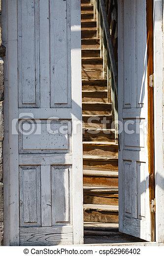 骨董品, 木製の戸, 刻まれた - csp62966402