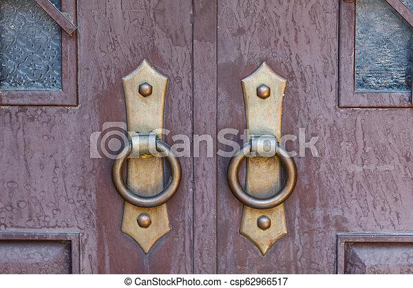 骨董品, 木製の戸, 刻まれた - csp62966517