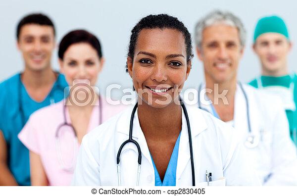 魅力的, 女性の医者 - csp2830405
