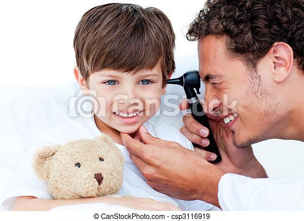 魅力的, 検査, 医者, patient\'s, 耳 - csp3116919