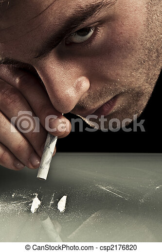 鼻で吸う, cocaine., 若者 - csp2176820