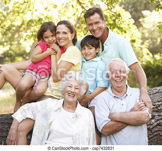 공원, 확장된다, 그룹, 가족 초상 - csp7432831