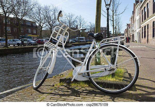 백색, 자전거 - csp28675109