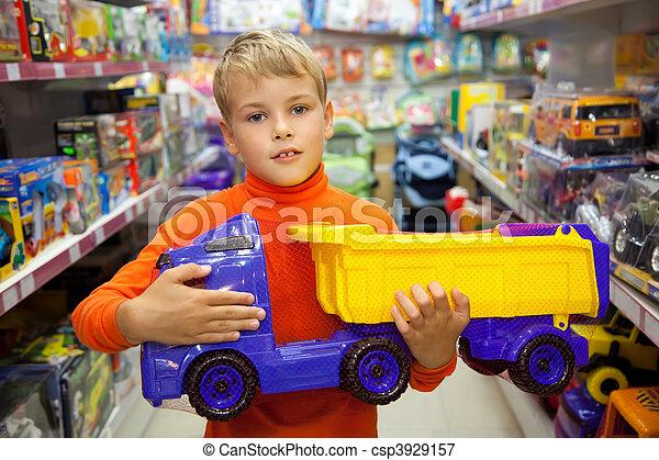 상점, 소년, 장난감 트럭, 손 - csp3929157