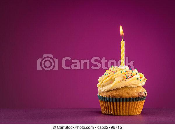 생일, 컵케이크 - csp22796715